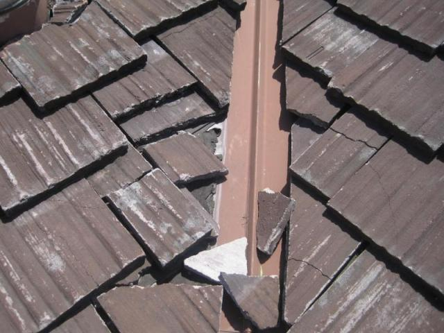 Calabasas Home Inspection - Damaged roof tiles